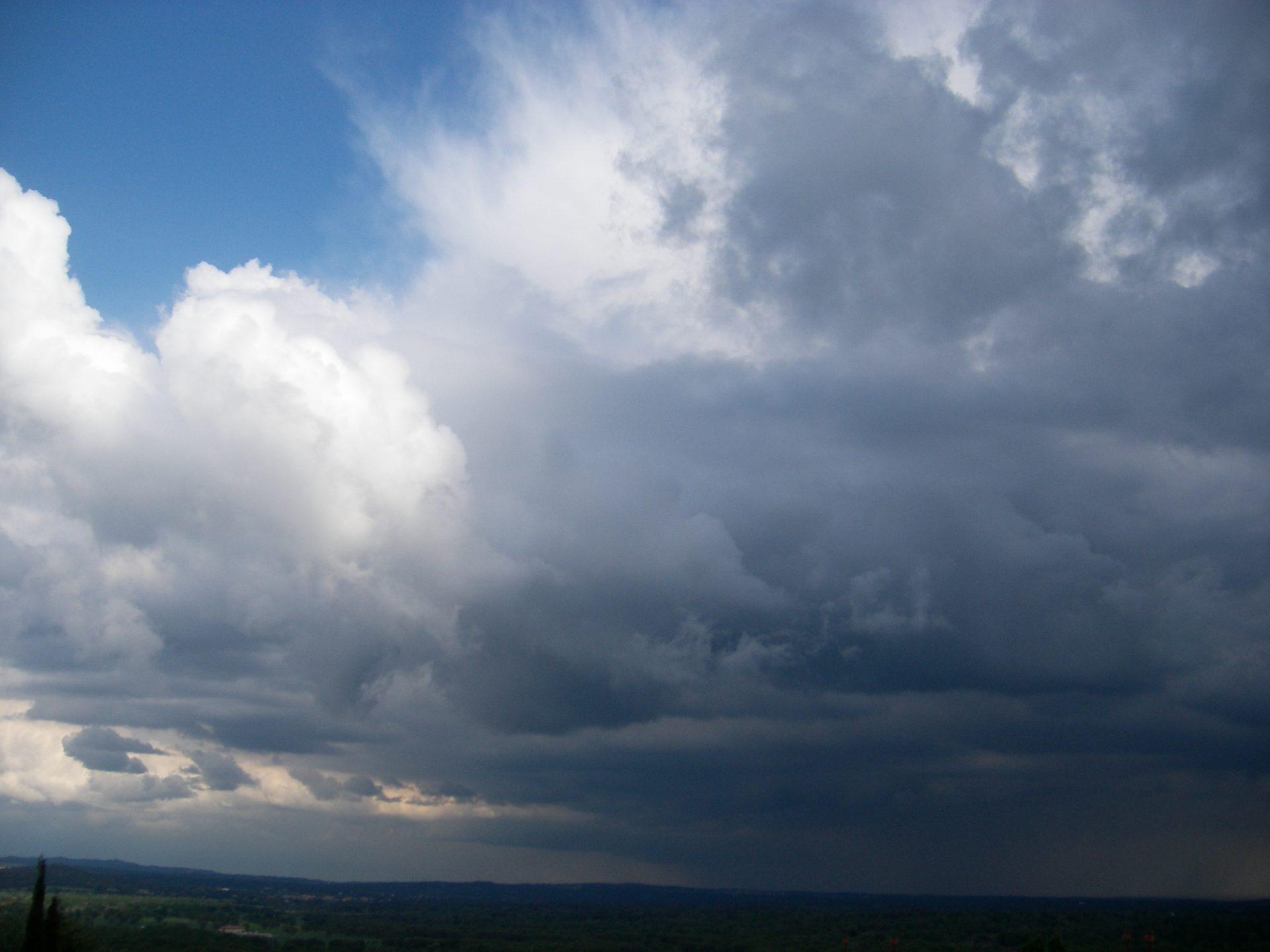 Lluvias y tormentas muy fuertes en las regiones mediterráneas. Tiempo inestable en otras zonas peninsulares. post thumbnail